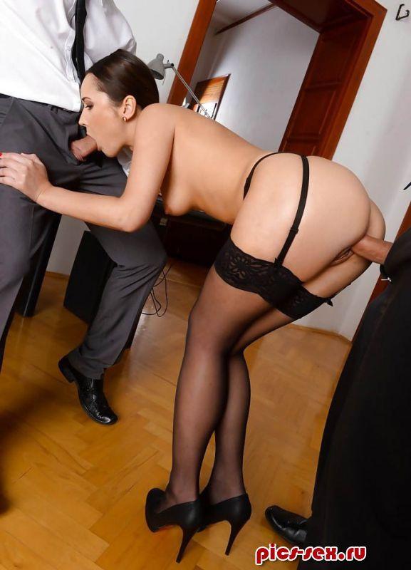 Порно онлайн с партнером трахнули секретаршу фото 749-410