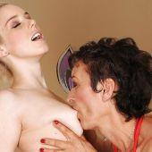 старуха соблазнила красивую внучку получи и распишись лесбосский секс