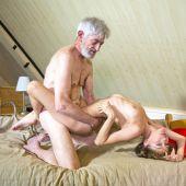 член старика пелена сунуться на пизду внучки